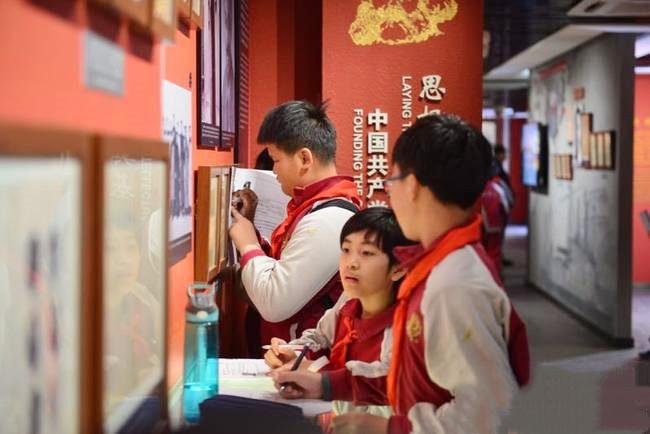 北京大学附属小学石景山学校走进北大红楼
